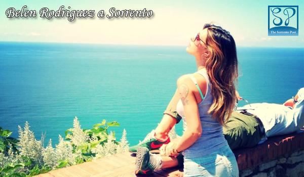 Belen Rodriguez in vacanza a Sorrento