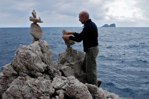 Stone balancing a Sorrento - Salvatore Donnarumma