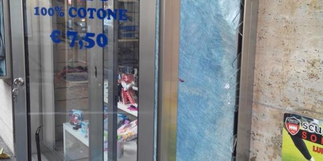 A Vico, arrestati ladri di scooter. Sul Corso a Sorrento, danneggiata una vetrina