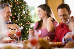 Famiglia-durante-il-pranzo-di-Natale1