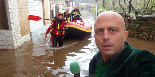 """L'inviato di Striscia la notizia """"espone"""" a Sorrento"""