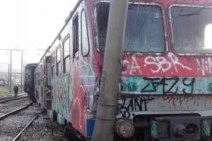 Treno EAV deragliato